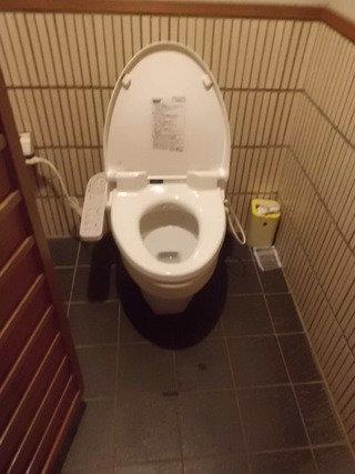 庭園内トイレ