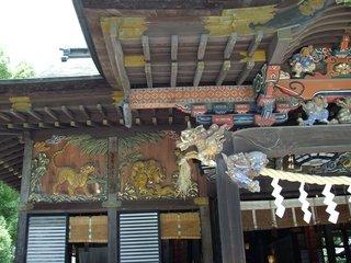 宿の近くの秩父神社の立派な彫刻