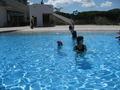 温水プールは広々きれい