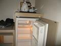和洋室の冷蔵庫。