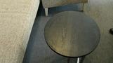 リビングエリアの丸テーブル。