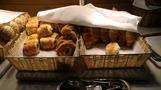 朝食のパンコーナー。
