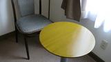 ひとり用テーブル。
