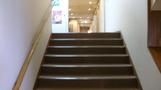 館内階段。
