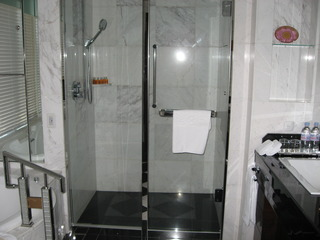 シャワー。