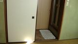 部屋から見た入り口付近。