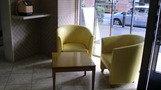 ロビーの椅子。