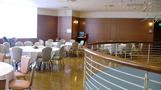 大きなテーブルがたくさん。