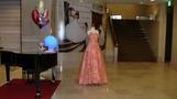 ピンクのドレス。