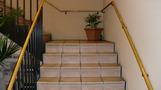 フロントへむかう階段。