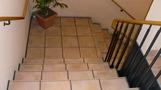 1階へ続く階段。