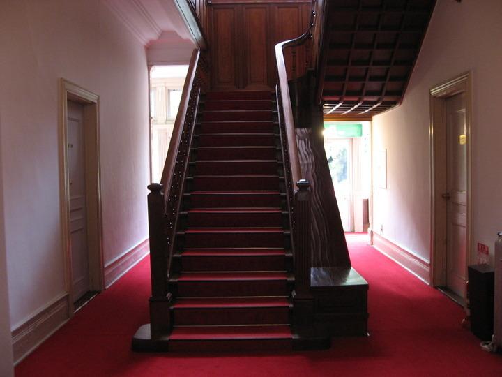 重厚感ある階段。