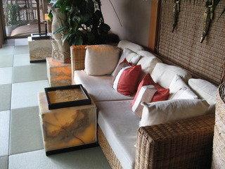 テラスサイドのソファー。