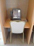 ロビーの公衆電話