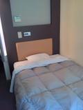 ベッドもコンパクト。