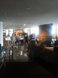 外からの光が差し込むカフェトスカ。