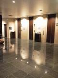 広々したエレベータホール。