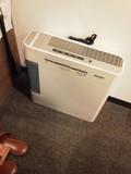 加湿機能つき空気清浄機が常設。