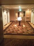 広々したエレベーターホール。