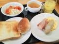 充実した朝食は「つばめグリル」で。