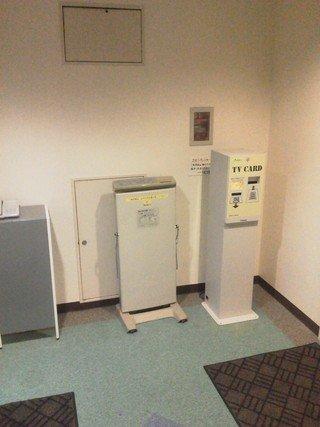 エレベータホールに、貸し出し用のパンツプレッサーあり。