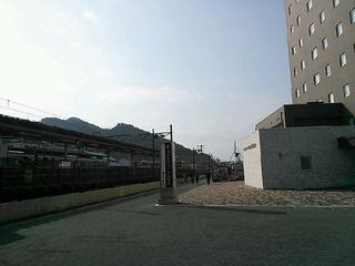 ホテルと駅はまさに隣接。