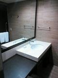 ゆったりした洗面スペース。