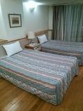 ベッドはセミダブルサイズ。