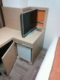 テレビ台の下に冷蔵庫。