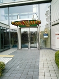 大阪城公園側のエントランス。
