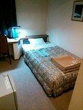 ベッドはシングルサイズ。