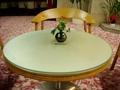 きれいな色のテーブル