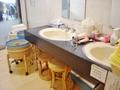 洗面台とスツール