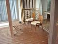 デッキのテーブルと椅子