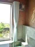 大浴場の窓のカーテン