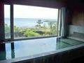 広い窓の外は海が