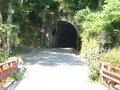 トンネルを抜けるとすぐ