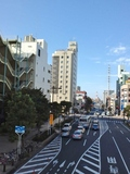 駅前の歩道橋から見たホテル