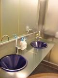 モダンな2階トイレの洗面台