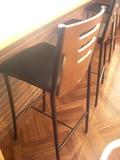 カウンター席の椅子