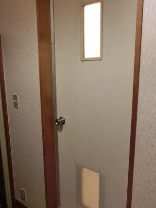 部屋のお風呂のドア