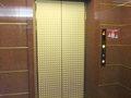 駐車場からホテル内に上がるエレベーターです