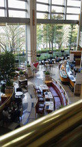 帝国ホテル大阪ロビーラウンジザパークを二階から写した写真です。