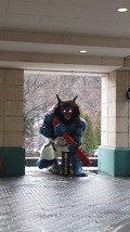 ホテル入り口の鬼