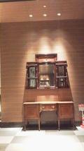 1階のエントランスの奥、右横にエレベーターで22フロントへ