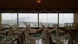 関西エアポートワシントンホテル内の結婚式のチャペルの窓の眺望