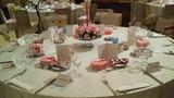 関西エアポートワシントンホテル内の結婚式の披露宴会場のテーブルのフラワーアレンジメント