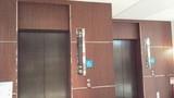 フロント横のエレベーター