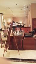 15階のフロントロビーにあるレストランの左側フロント