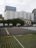 ホテルの駐車場は広い